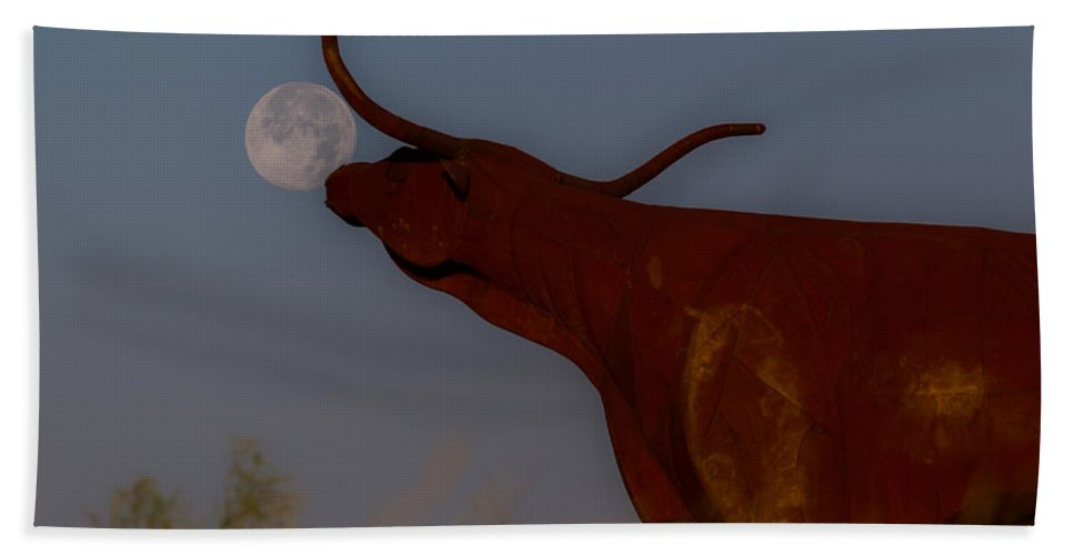 Ranch Beach Towel featuring the photograph Supermoon On The Ranch by Kelli Brown
