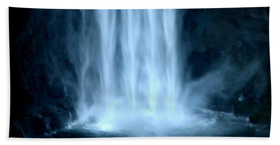 Taughannock Falls Beach Towel featuring the photograph Taughannock Falls Closeup by Rose Santuci-Sofranko