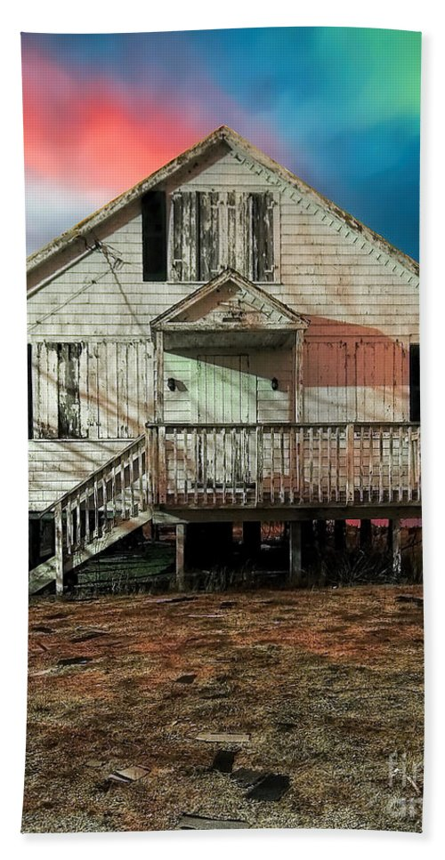 Cottage Beach Towel featuring the photograph The Cottage by Rick Kuperberg Sr