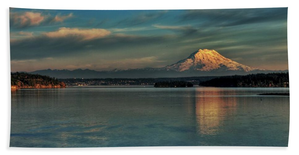Mount Rainier Beach Towel featuring the photograph The Pride Of Washington by Benjamin Yeager