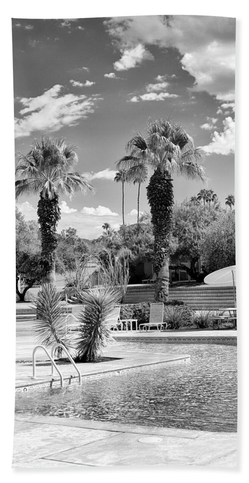 Sandpiper Beach Towel featuring the photograph The Sandpiper Pool Bw Palm Desert by William Dey