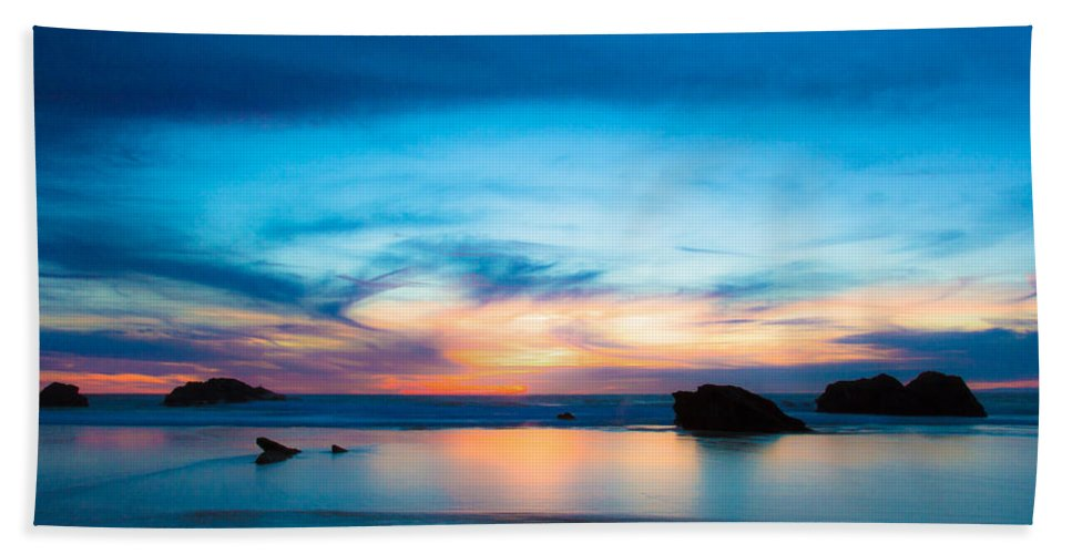 Figures Beach Towel featuring the photograph Traveling The Infinite by Edgar Laureano