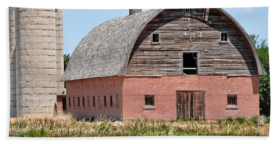 Barn Beach Towel featuring the photograph Tremonton Barn by Image Takers Photography LLC - Laura Morgan