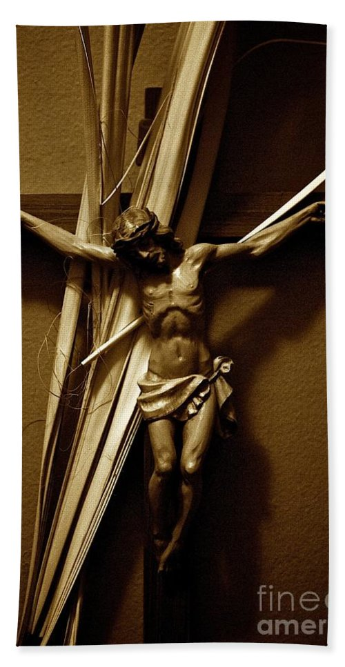 Jesus Beach Towel featuring the photograph Ultimate Love by Frank J Casella