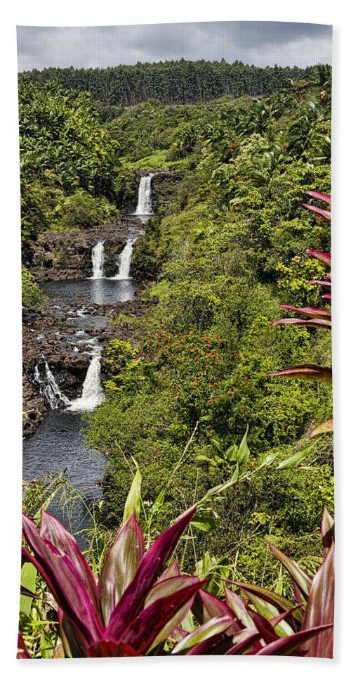 Umauma Falls Beach Towel featuring the photograph Umauma Falls by Mike Herdering