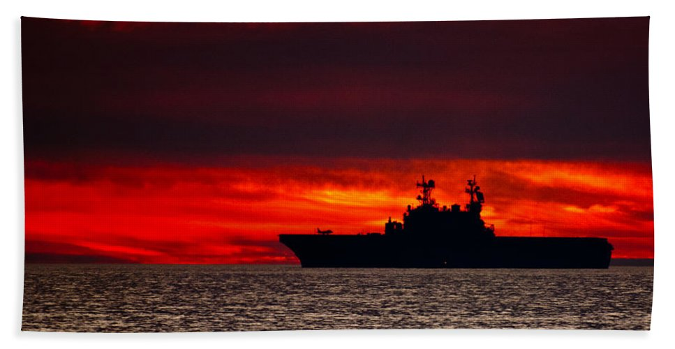 Uss Makin Island (lhd-8) Beach Towel featuring the photograph Uss Makin Island At Sunset by Alex Snay