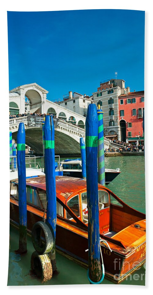 Doges Palace Beach Towel featuring the photograph Venice - Rialto by Luciano Mortula