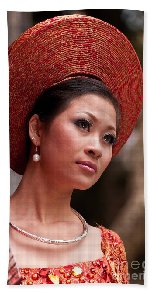 Vietnam Beach Towel featuring the photograph Vietnamese Bride 09 by Rick Piper Photography