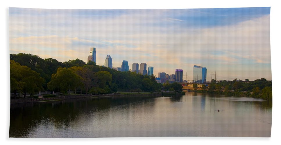 Philadelphia Beach Towel featuring the photograph View Of Philadelphia From The Girard Avenue Bridge by Bill Cannon