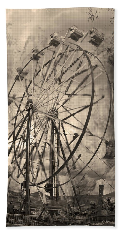 Ferris Wheel Beach Towel featuring the photograph Vintage Ferris Wheel by Theresa Tahara