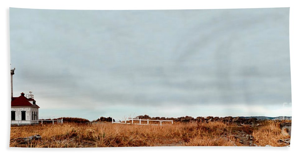 Beach Towel featuring the photograph Wa State Lighthouse by Mike Nellums