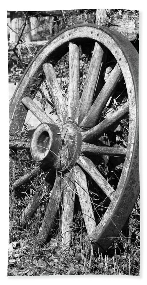Wagon Wheel Beach Towel featuring the photograph Wagon Wheel - No Where To Go - Bw 01 by Pamela Critchlow