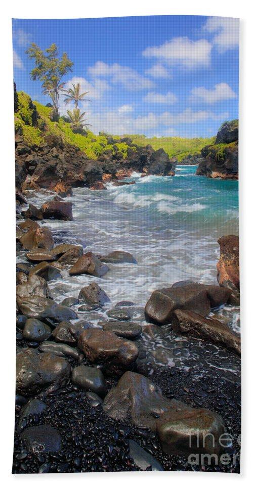 America Beach Towel featuring the photograph Waianapanapa Rocks by Inge Johnsson
