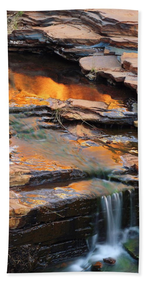 Weano Gorge Beach Towel featuring the photograph Weano Gorge - Karijini Np 2am-111671 by Andrew McInnes