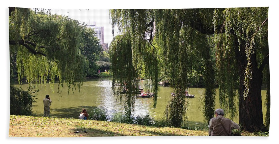 Central Park Beach Towel featuring the photograph Weeping Willows In Central Park by Christy Gendalia