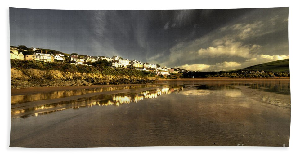 Woolacombe Beach Towel featuring the photograph Woolacombe Beach by Rob Hawkins