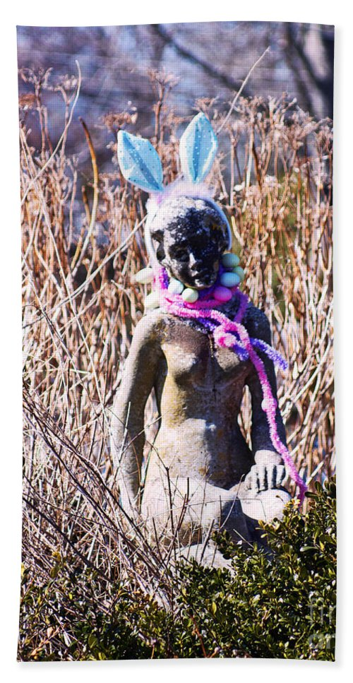 Statue Beach Towel featuring the photograph W.t.f. by Joe Geraci