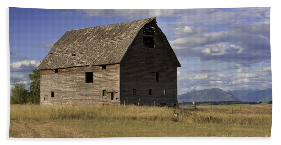Big Sky Beach Towel featuring the photograph Old Big Sky Barn by Sandra Bronstein