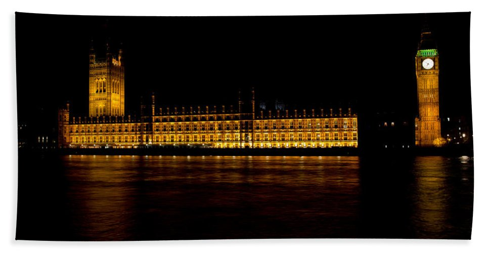 Big Ben Beach Towel featuring the photograph Big Ben And Houses Of Parliament by David Pyatt