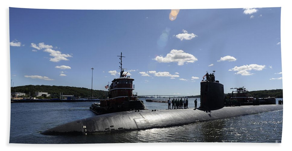 Uss Annapolis Beach Towel featuring the photograph Los Angeles-class Submarine Uss by Stocktrek Images