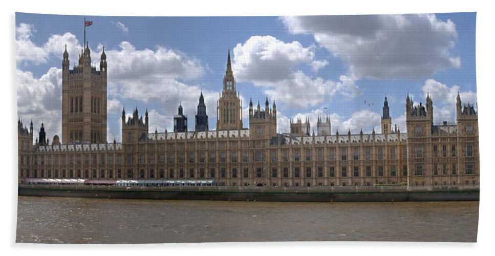 Houses Of Parliament Beach Towel featuring the photograph The Houses Of Parliament by Chris Day