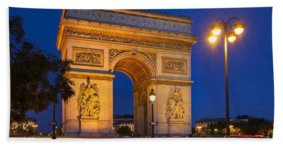 Arc Beach Towel featuring the photograph Twilight At Arc De Triomphe by Brian Jannsen