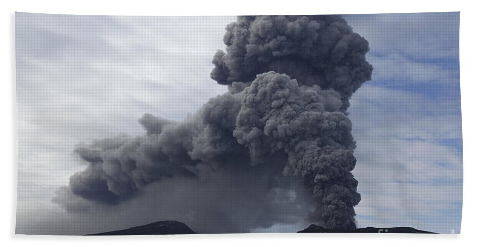 No People Beach Towel featuring the photograph Eyjafjallajökull Eruption, Iceland by Martin Rietze