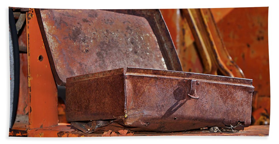 Toolbox Beach Towel featuring the photograph A Rusy Toolbox by Phyllis Denton