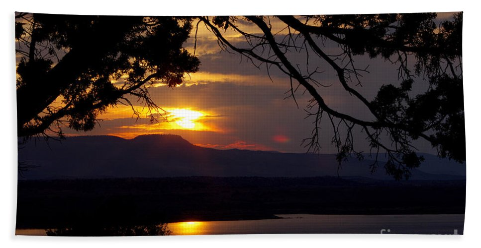 Beach Towel featuring the photograph Abiquiu Sunset by Vicki Pelham