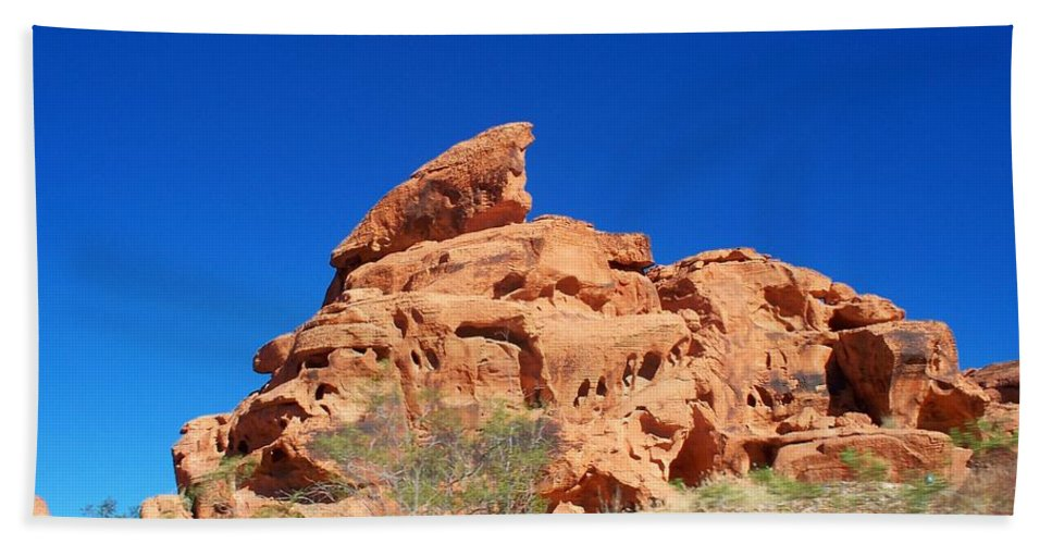 Valley Of Fire Beach Towel featuring the photograph Balancing Act by Jonathan Barnes