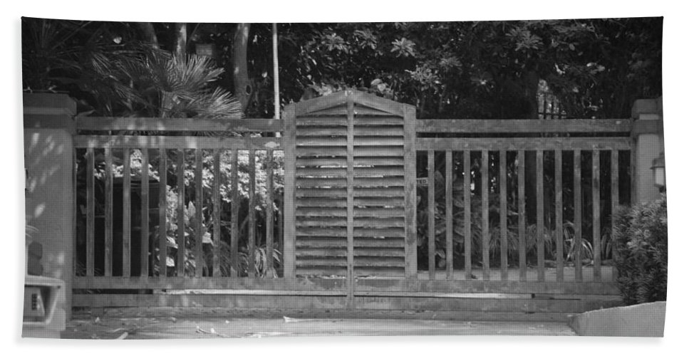 Black And White Beach Towel featuring the photograph Bargate by Rob Hans