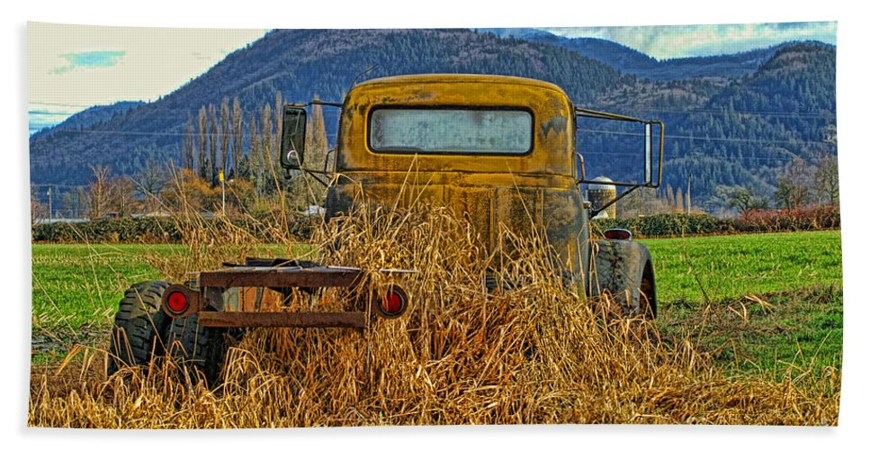 Trucks Beach Towel featuring the photograph Caoc2007-08 by Randy Harris