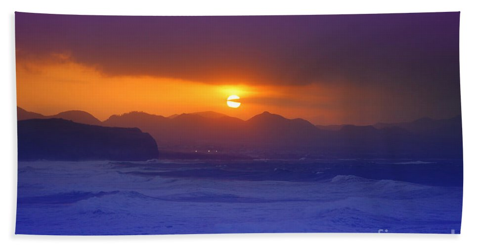 Sunset Beach Towel featuring the photograph Coastal Sunset by Gaspar Avila