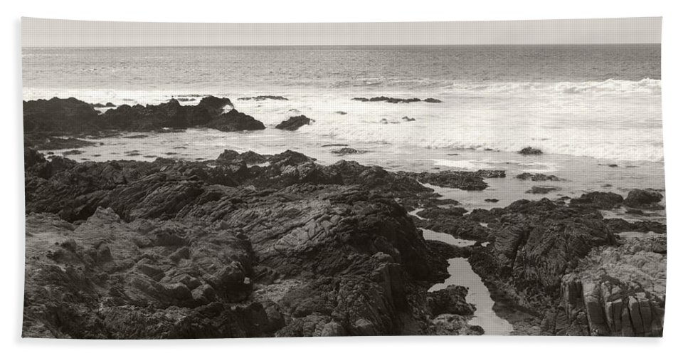 Tidepool Beach Towel featuring the photograph Coastal Tide by Kathleen Grace