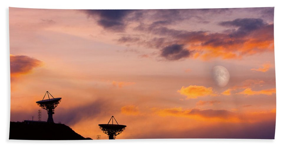 Antenna Beach Towel featuring the photograph Communication To Space by James BO Insogna