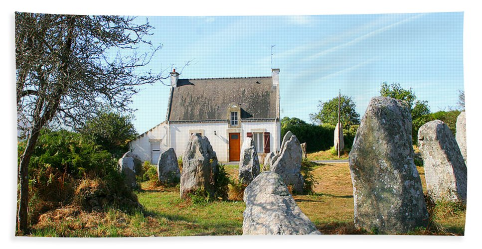 Cottage Beach Towel featuring the photograph Cottage With Standing Stones by Diana Haronis