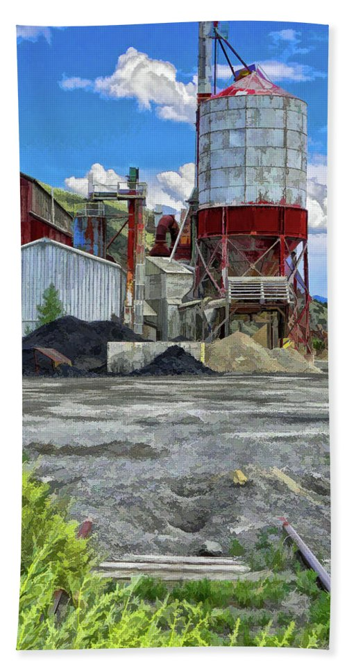 Santa Beach Towel featuring the photograph D And Rg Rail Yard In Salida Co by Charles Muhle