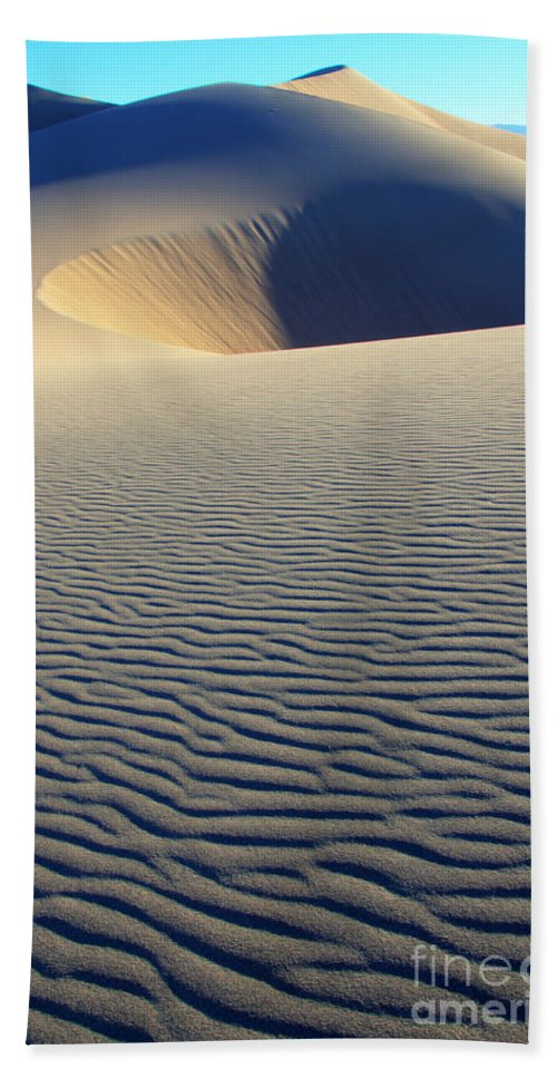 Wind Beach Towel featuring the photograph Desert Solitaire by Bob Christopher