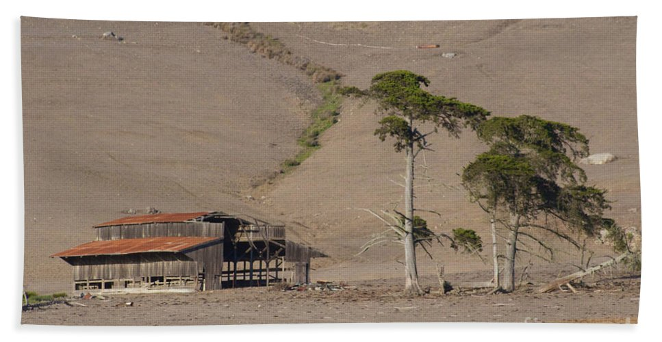 Landscapes Photographs Beach Towel featuring the photograph Deserted Dairy Barn by Brooke Roby