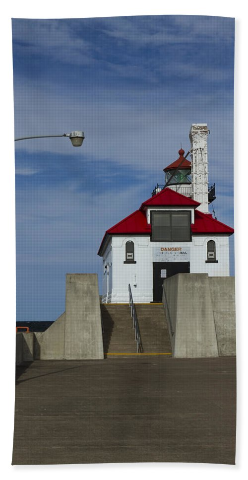 Lighthouse Beach Towel featuring the photograph Duluth S Pierhead 24 by John Brueske