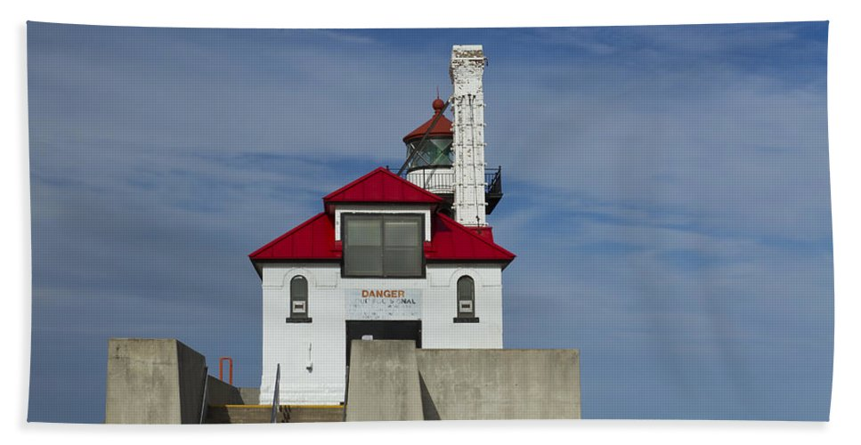 Lighthouse Beach Towel featuring the photograph Duluth S Pierhead 25 by John Brueske