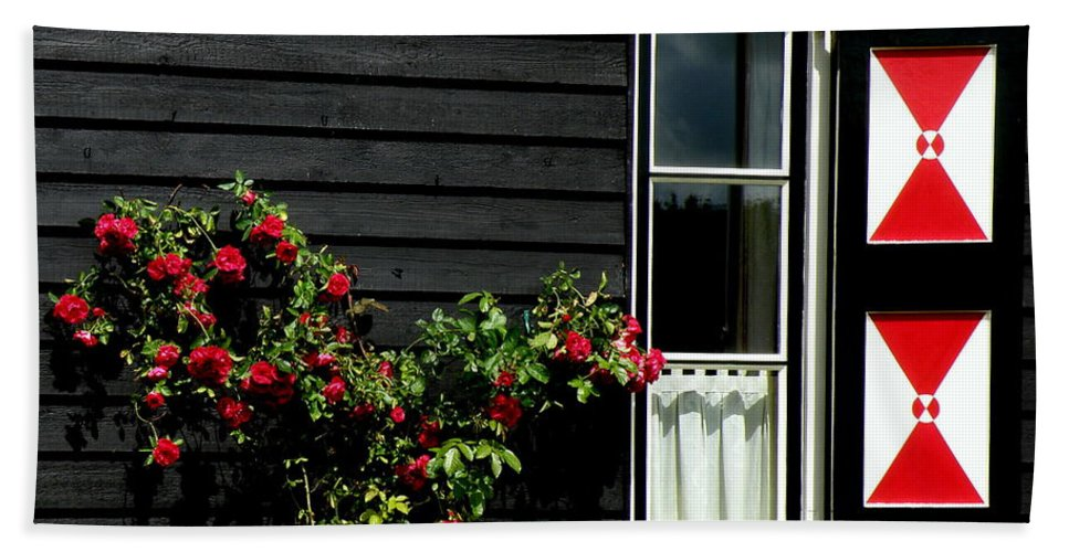 Holland Beach Towel featuring the photograph Dutch Window by Lainie Wrightson