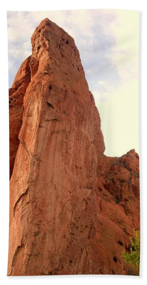 Garden Of The Gods Beach Towel featuring the photograph Garden Of The Gods 2 by Usha Shantharam