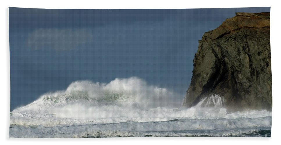 Rocks Beach Towel featuring the photograph High Surf 2 by Bob Christopher