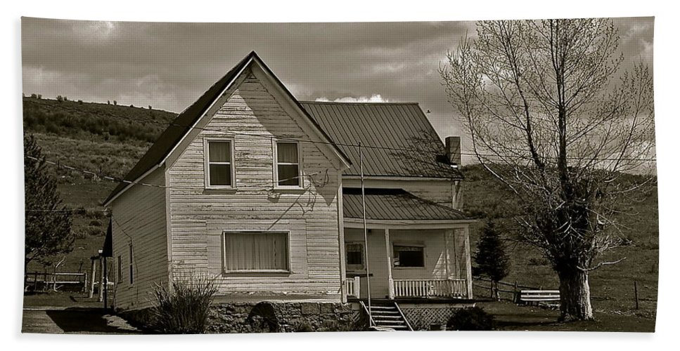 Ranch House Beach Towel featuring the photograph Home For The Cowboy by Eric Tressler