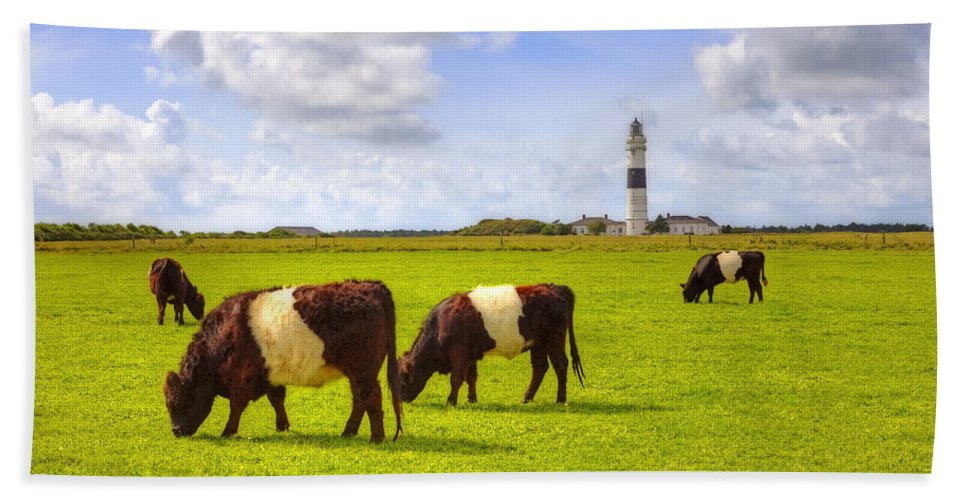 Lighthouse Beach Towel featuring the photograph Kampen - Sylt by Joana Kruse