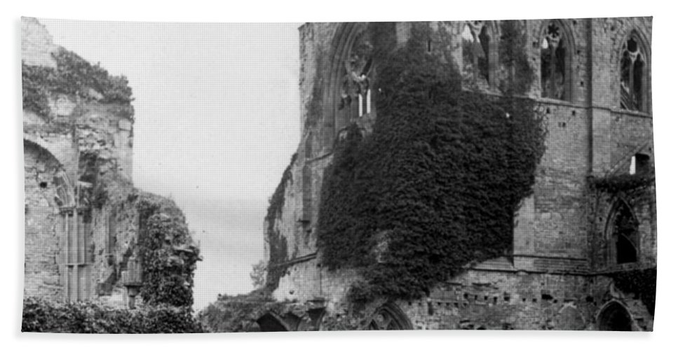 kenilworth Castle Beach Towel featuring the photograph Kenilworth Castle - England - C 1897 by International Images