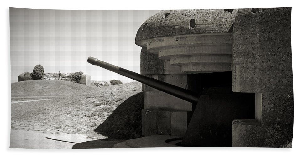 Longues-sur-mer Beach Towel featuring the photograph Longues-sur-mer German Battery by RicardMN Photography