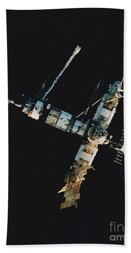 Mir Beach Towel featuring the photograph Mir Space Station by Science Source
