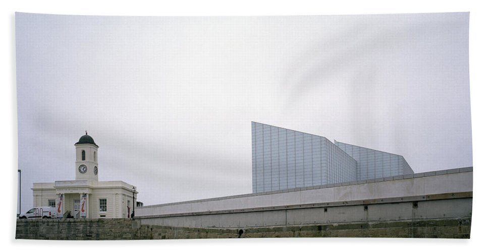 Turner Contemporary Beach Towel featuring the photograph The Turner Contemporary by Shaun Higson
